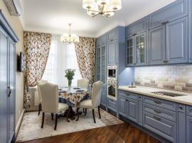 Классическая лиловая кухня с патиной
