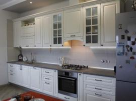 Классическая белая кухня в эмали
