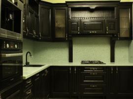 Классическая кухня масломсив в чёрной эмали с порта