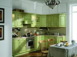 Кухня массив фисташкового цвета в стиле кантри