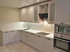 Неоклассика кухня белая в эмали