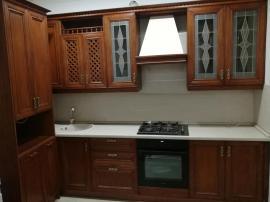 Виктория  - маленькая угловая кухня в классическом дизайне с удобным пеналом