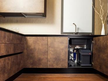 Кухни с фасадами под ткань или кожу